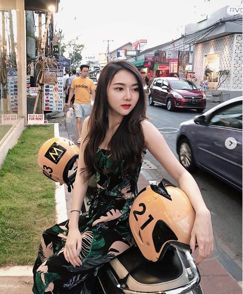 Bị chụp lén khi ngủ gật trong xe, nàng hot girl được cộng đồng mạng đổ xô tìm info, hóa ra cũng là mỹ nhân có tiếng - Ảnh 13.