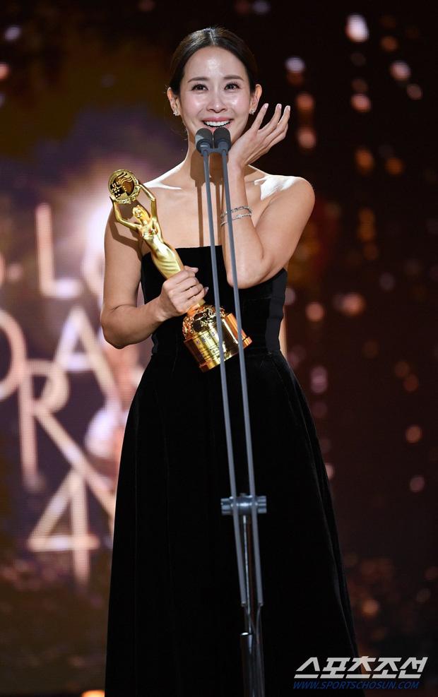 Mỹ nhân Ký sinh trùng Jo Yeo Jeong: Bị bạn trai bỏ vì phim 18+, bố lừa đảo và con đường đến với kỳ tích tượng vàng Oscar - Ảnh 11.