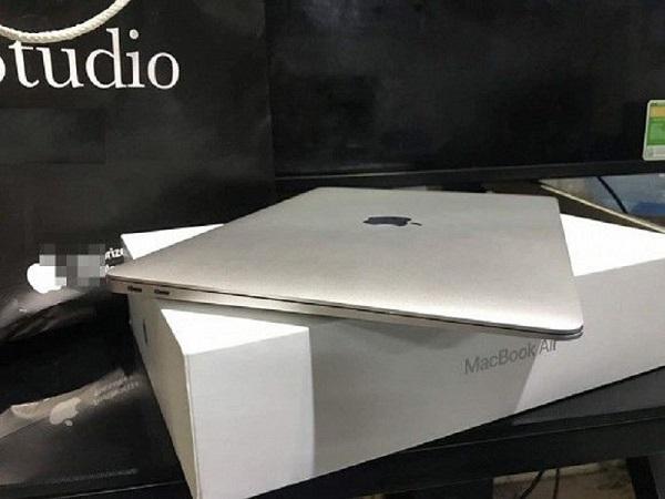 Xin mua thỏi son MAC, nhận về Macbook từ người yêu dịp Valentine, cô gái khiến cộng đồng mạng phải cảm thán: Có người yêu dốt thế lại hay - Ảnh 4.