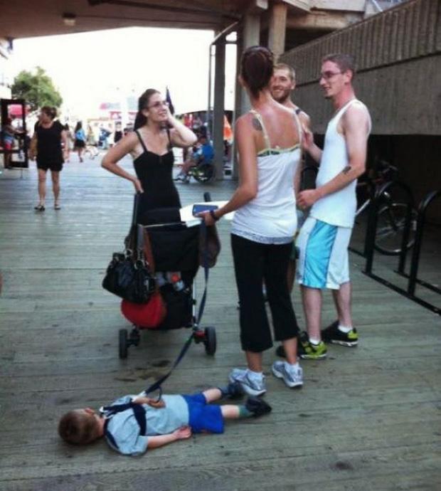 Loạt ảnh hài hước khi hội trẻ con được bố mẹ nhặt ở bãi rác về nuôi - Ảnh 5.