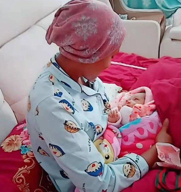 Mẹ Châu Phi lấy chồng người Châu Á, đẻ con ra ai cũng bất ngờ bởi khuôn mặt của em bé - Ảnh 2.