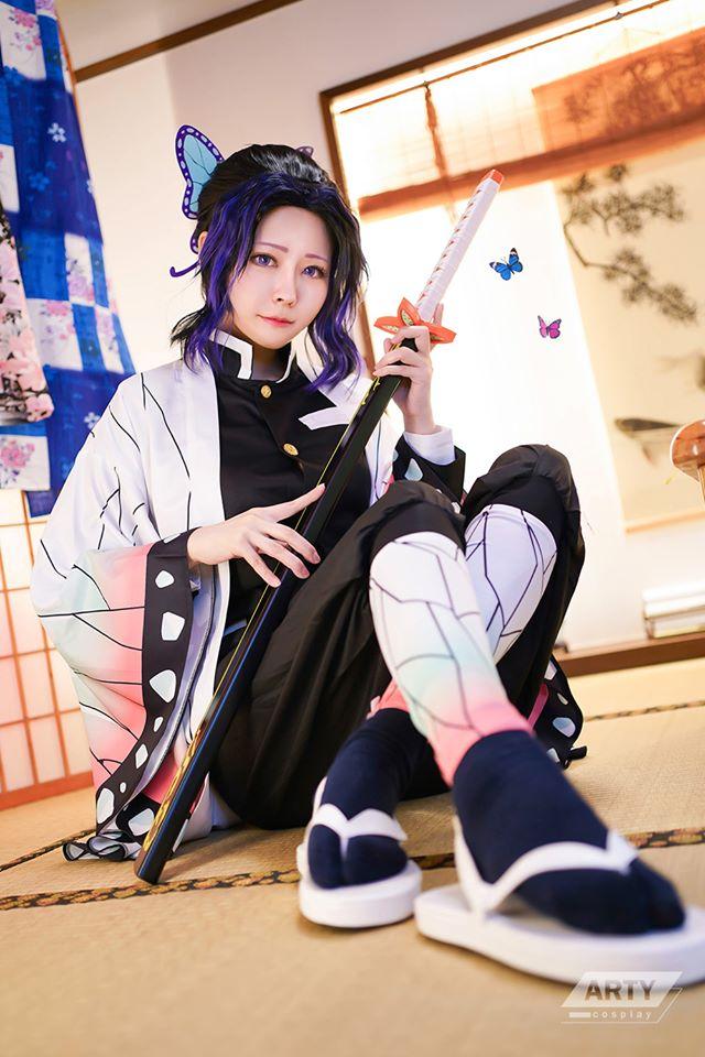 Kimetsu no Yaiba: Trùng trụ Kochou Shinobu khoe vẻ gợi cảm khó cưỡng qua loạt ảnh cosplay đẹp mê hồn - Ảnh 9.