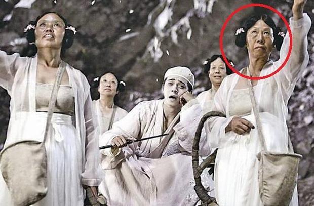 Trương Mỹ Nga (ngoài cùng bên phải) nổi danh với phim Châu Tinh Trì khi đã bước vào hàng U60