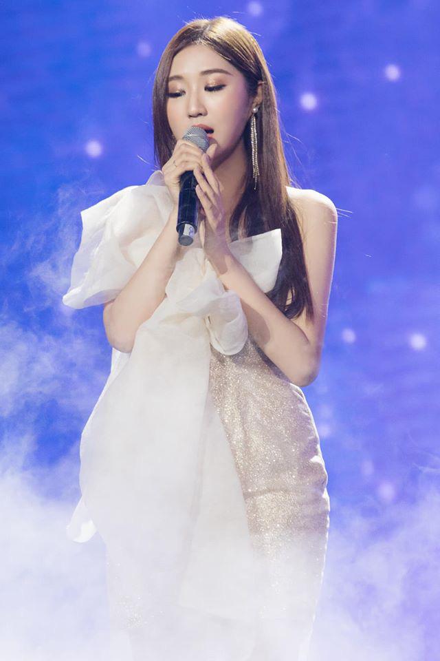 Chân dung nữ ca sĩ người Hàn Quốc gây bão vì khen ngợi bánh mì trên sóng VTV - Ảnh 12.