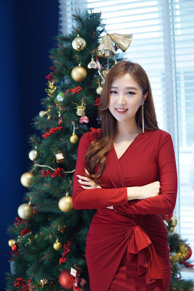 Chân dung nữ ca sĩ người Hàn Quốc gây bão vì khen ngợi bánh mì trên sóng VTV - Ảnh 4.