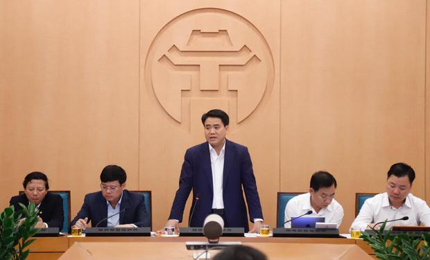 Hà Nội ghi nhận thêm 1 ca dương tính, Chủ tịch Hà Nội kêu gọi người dân tham gia mạnh mẽ, hạn chế mức thấp nhất nguy cơ lây nhiễm COVID-19 - Ảnh 1.