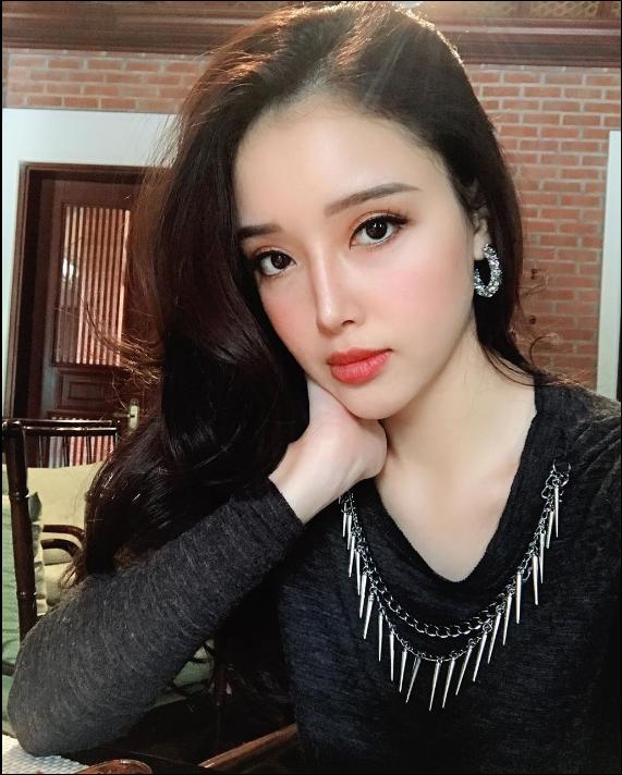Chiêm ngưỡng vẻ đẹp sắc sảo không thể rời mắt của em gái Hoa hậu Việt Nam 2006 - Ảnh 1.