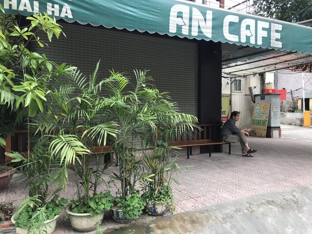 Hà Nội: Hàng loạt quán cafe, quán nhậu vẫn tấp nập mở cửa đón khách bất chấp lệnh đóng cửa để phòng chống COVID-19 - Ảnh 17.