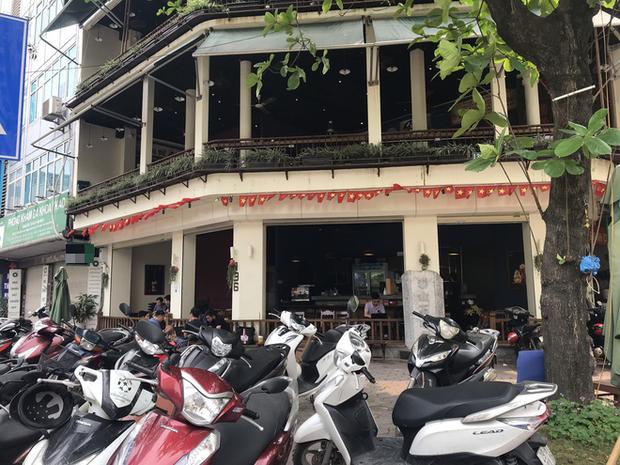 Hà Nội: Hàng loạt quán cafe, quán nhậu vẫn tấp nập mở cửa đón khách bất chấp lệnh đóng cửa để phòng chống COVID-19 - Ảnh 8.