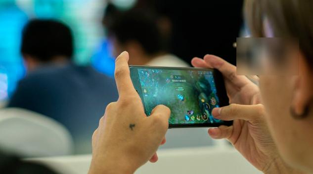 Sử dụng smartphone liên tục, hơn 50% người đang đối diện với chứng bệnh nghiêm trọng để lại di chứng cực nặng nề - Ảnh 1.