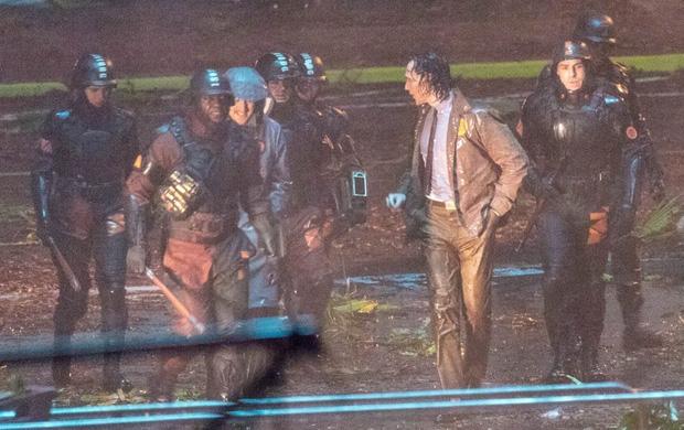 """Lộ ảnh Loki nữ"""" tóc vàng hoe, phiên bản """"chuyển giới"""" của Tom Hiddleston hay một thánh lừa siêu đẳng? - Ảnh 2."""