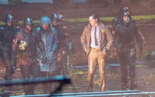 """Lộ ảnh Loki nữ"""" tóc vàng hoe, phiên bản """"chuyển giới"""" của Tom Hiddleston hay một thánh lừa siêu đẳng? - Ảnh 3."""