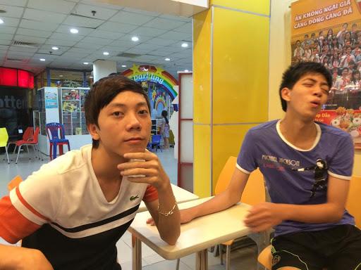 Vừa chơi vừa chém gió, nhiều khán giả thích thú và muốn BiBi trở thành Thầy Giáo Ba của AoE Việt Nam! - Ảnh 1.