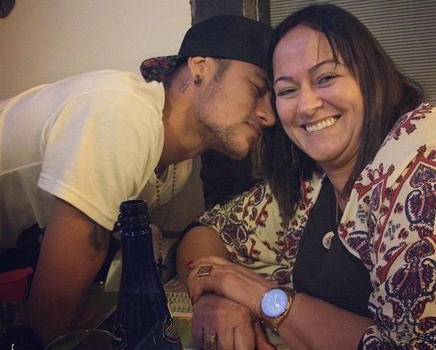 """Đây là game thủ Free Fire """"siêu đẳng"""" nhất hành tinh, mới 22 nhưng đã cưa đổ mẹ ruột Neymar 52 tuổi - Ảnh 3."""