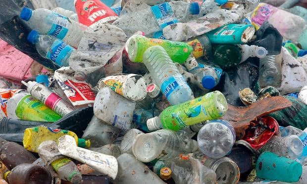 Các nhà khoa học tạo ra loại enzyme đột biến ăn gần xong 1 tấn chai nhựa chỉ sau vài giờ - Ảnh 1.
