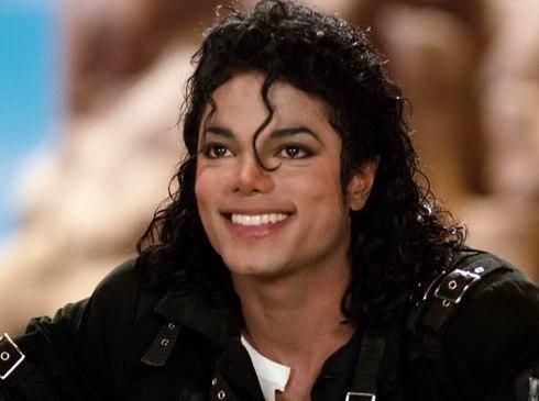 Hé lộ điều kỳ diệu làm nên điệu nhảy nghiêng người 45 độ của Michael Jackson: Tưởng cao siêu hóa ra cũng chỉ nhờ đạo cụ - Ảnh 1.
