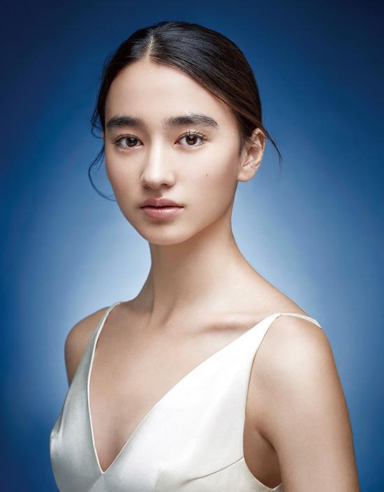 Mỹ nhân lai 16 tuổi phim Chân Tử Đan: Xinh đẹp hút hồn, bị đánh bầm dập trên phim trường - Ảnh 10.