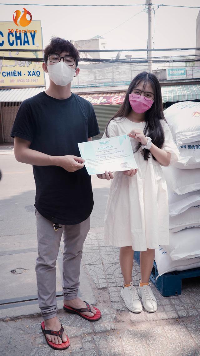 Giữa mùa đại dịch, hot streamer Hường Lulii và những người bạn quyên góp hơn 1 tấn gạo cho cây ATM gạo - Ảnh 4.