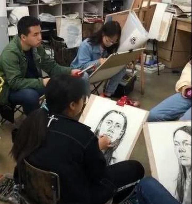 Đỉnh như sinh viên Mỹ thuật: Vẽ chân dung tội phạm ăn trộm, giúp cảnh sát phá án chỉ sau vài giờ - Ảnh 2.