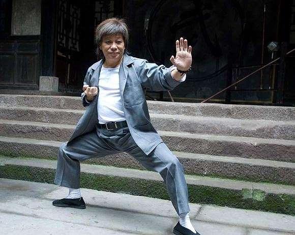 Châu Tinh Trì từng đối đầu hai cao thủ võ thuật thực sự trên phim của mình - Ảnh 3.