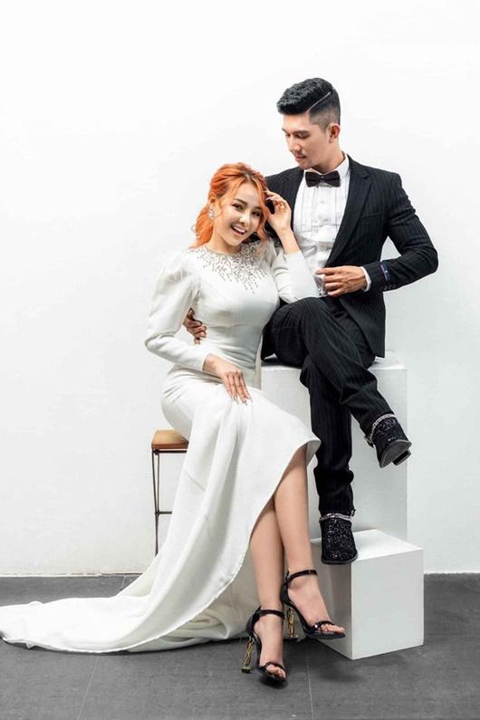 Lương Bằng Quang tung ảnh cưới cùng Ngân 98, cư dân mạng đặt dấu hỏi Cưới thật hay lại là chiêu trò gì mới - Ảnh 4.