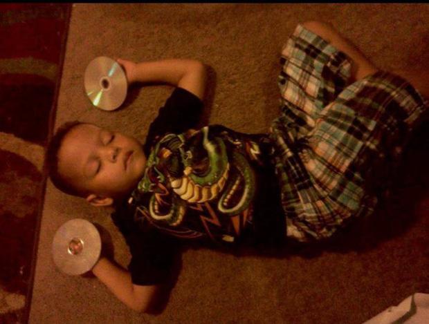 Bị cách ly lâu quá, đến cả lũ trẻ con cũng chán đời lăn ra ngủ như thế này đây - Ảnh 24.