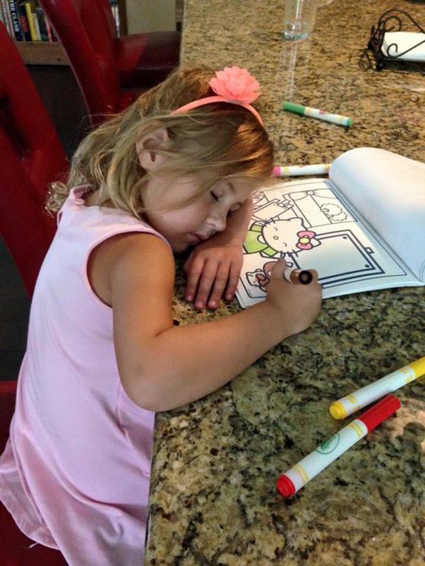 Bị cách ly lâu quá, đến cả lũ trẻ con cũng chán đời lăn ra ngủ như thế này đây - Ảnh 26.