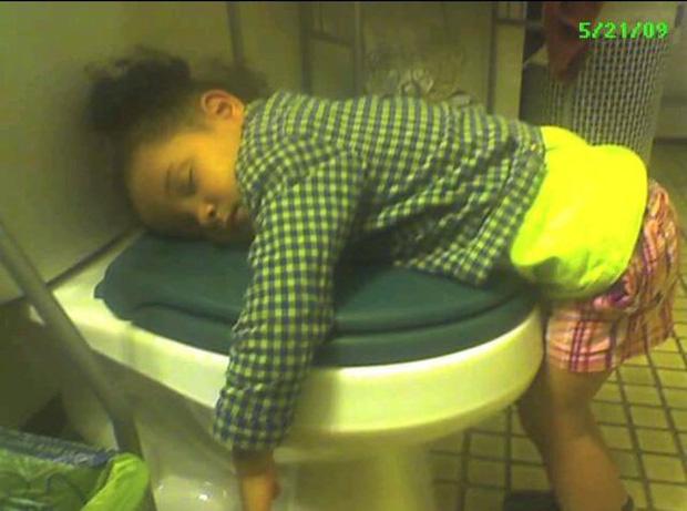 Bị cách ly lâu quá, đến cả lũ trẻ con cũng chán đời lăn ra ngủ như thế này đây - Ảnh 15.