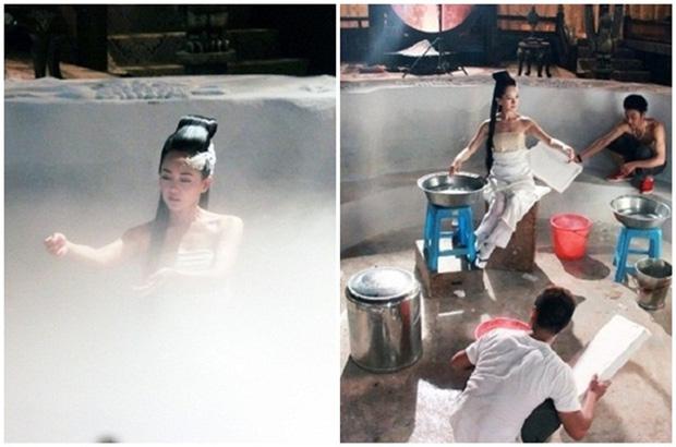 Ngã ngửa hậu trường cảnh tắm của mỹ nữ phim cổ trang, nhìn kĩ mới thấy các chị còn chẳng dùng nước, ngộ nghĩnh chưa? - Ảnh 1.