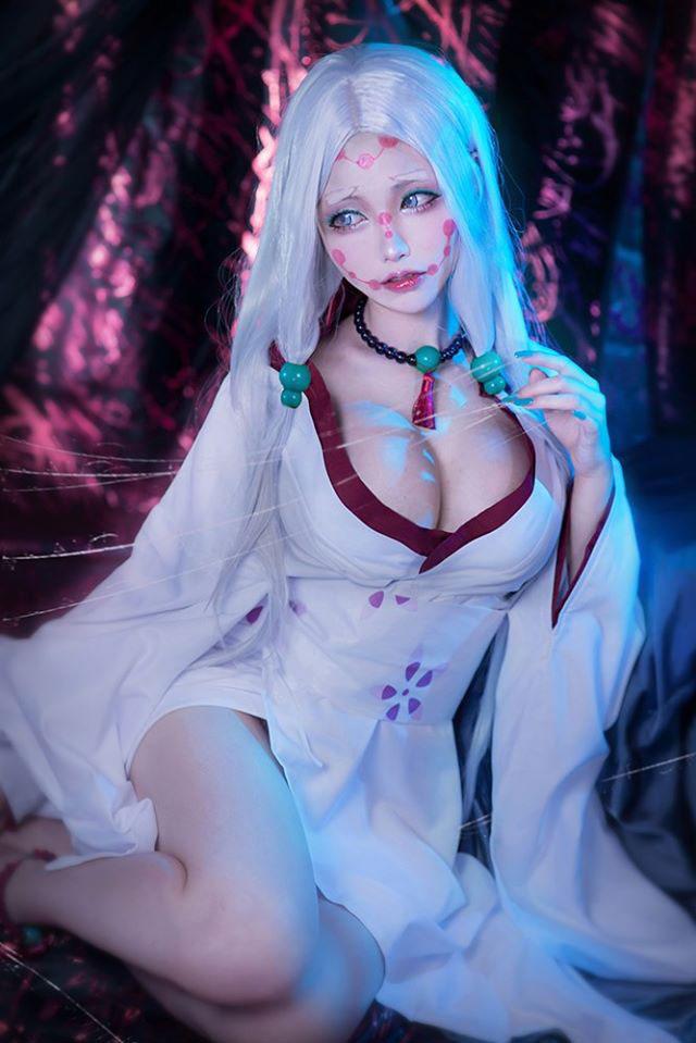 Cực phẩm cosplay Mẹ Quỷ Nhện ngực bự trong Kimetsu no Yaiba, nhìn chỉ thấy... đáng yêu chứ không hề đáng sợ - Ảnh 9.