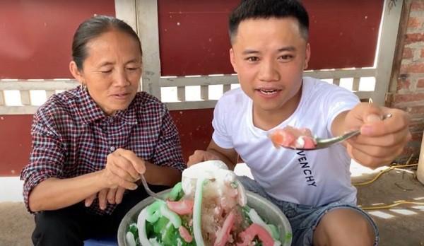 Làm video ẩm thực trông mất vệ sinh, con trai bà Tân Vlog lại nhận mưa gạch đá từ phía cộng đồng mạng - Ảnh 5.