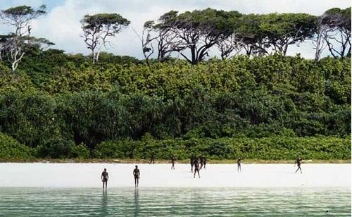 Bộ lạc sống tách biệt khỏi thế giới suốt 30 nghìn năm, xua đuổi người lạ bằng tên tẩm độc - Ảnh 9.