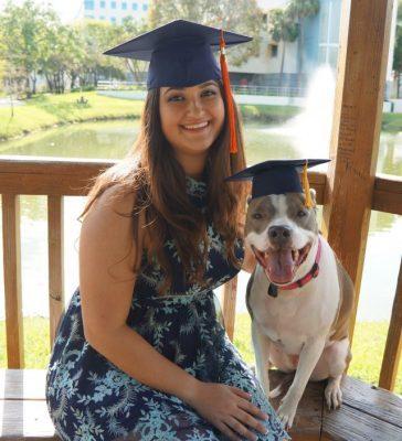 Đi học đều hơn cả chủ, chú chó bất ngờ được trao bằng cử nhân khiến cộng đồng mạng kinh ngạc - Ảnh 1.