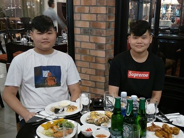 Cặp anh em song sinh hiếm có của làng eSports Việt: Huy Gà và Hiếu Mèo - Ảnh 1.