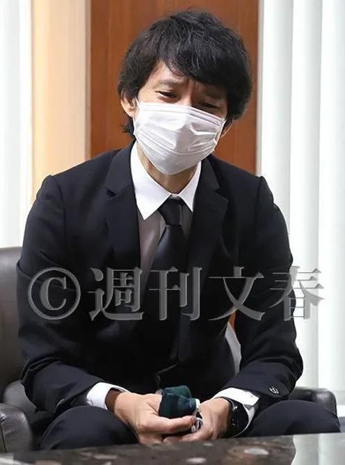 Chồng mỹ nhân đẹp nhất Nhật Bản ngoại tình khắp nơi vẫn khẳng định yêu vợ sâu sắc - Ảnh 2.
