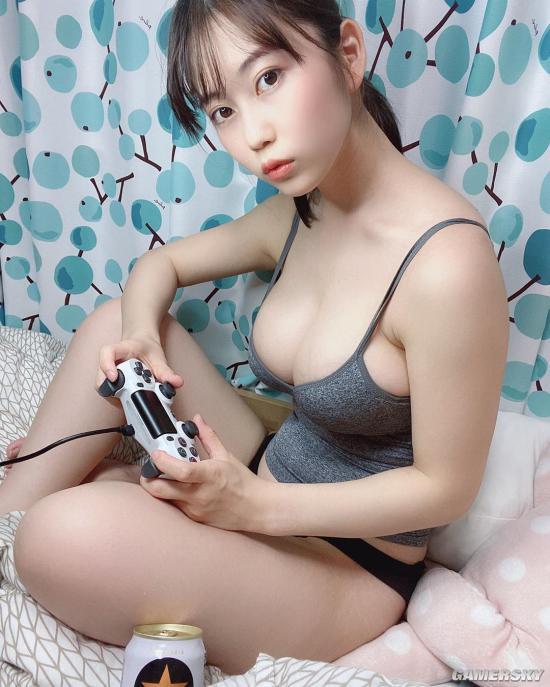Khoe ảnh không mặc quần ở nhà chơi game, nàng hot girl cao mét rưỡi bất ngờ thu hút tới gần 200.000 follow trên MXH - Ảnh 3.