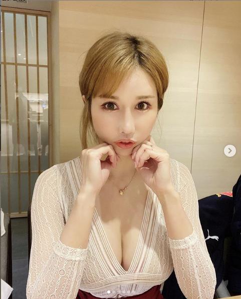 Hot girl kiêm mẫu nội y đình đám diện trang phục táo bạo ở sân bay khiến fan lo lắng - Ảnh 4.