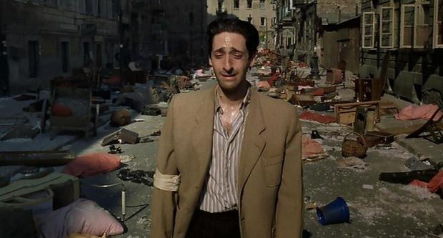 12 màn hành xác của diễn viên vì vai diễn: Sống khổ sở như người vô gia cư, mấy lần ra vào cửa tử - Ảnh 11.