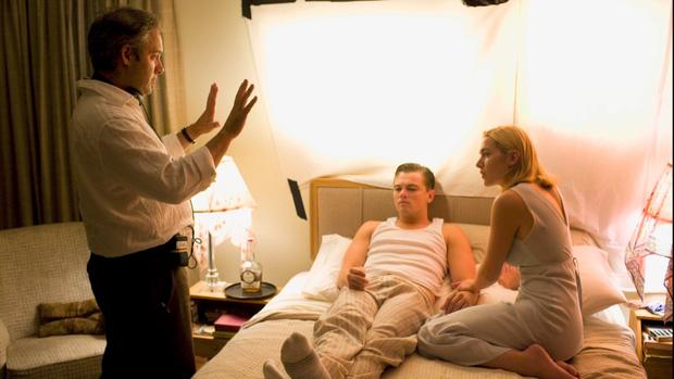 Chuyện ít người biết về 6 hậu trường ''cảnh nóng'' Hollywood: Chồng làm đạo diễn trực tiếp chỉ đạo vợ gần gũi bạn diễn?