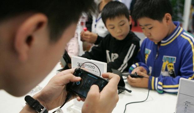 Trẻ em Trung Quốc tìm cách vượt rào hệ thống kiểm soát thời gian chơi game - Ảnh 1.