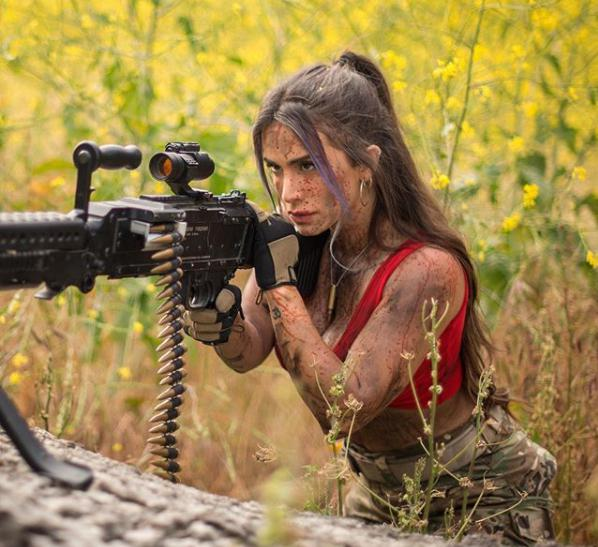 Body căng đét của cực binh sĩ Isarel khiến fan PUBG mê mẩn: Nữ hoàng súng đạn, biểu tượng của nữ quyền - Ảnh 26.