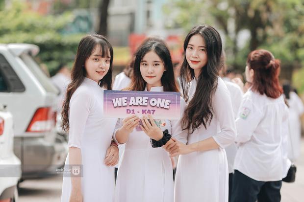 Xuất hiện ngôi trường đánh bại Phan Đình Phùng, Ams, Chu Văn An... vì dàn nữ sinh quá xuất sắc trong lễ bế giảng 2020 - Ảnh 1.