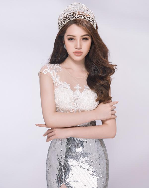 Facebook của Hoa hậu Jolie Nguyễn bị khủng bố gạ tình sau tin đồn bán dâm: Nếu cô nàng vô can, cư dân mạng sẽ bị kiện? - Ảnh 2.