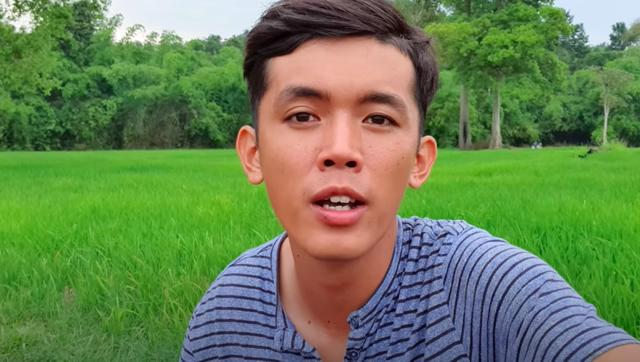 Youtuber nghèo nhất Việt Nam chia sẻ cuộc sống thay đổi sau một năm làm vlog: sửa được nhà, mua được máy quay, xe mới - Ảnh 1.