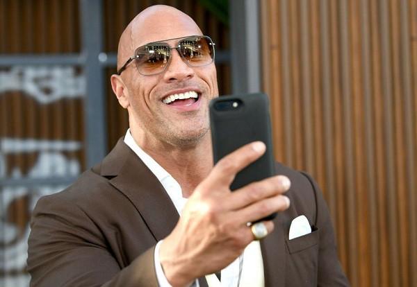 Chán đóng phim, The Rock Dwayne Johnson trở thành hot Instagram, đăng nhẹ một bài quảng cáo cũng kiếm hơn 20 tỷ - Ảnh 1.