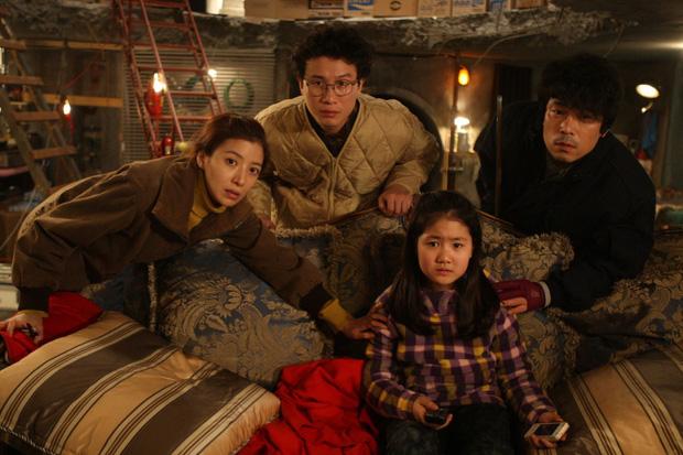 Cày 5 phim zombie Hàn để sẵn sàng tinh thần đu Peninsula: Hot nhất vẫn là tiền truyện bom tấn Train To Busan - Ảnh 13.