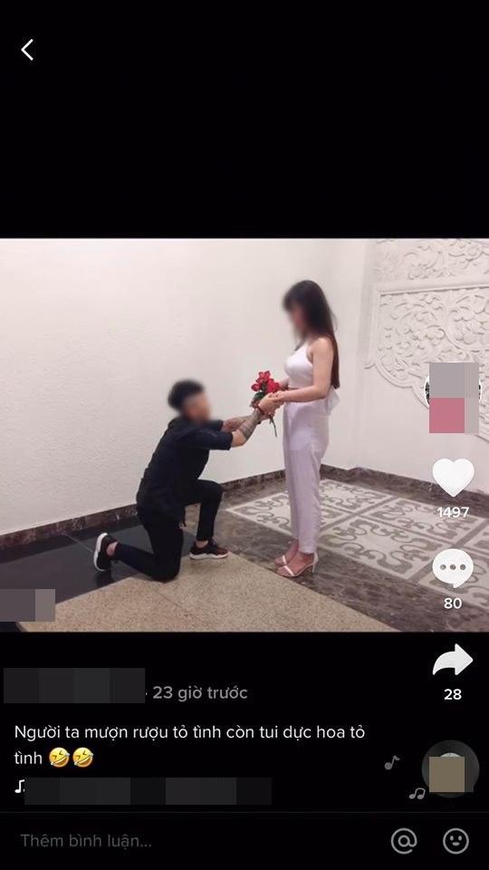 Giật trộm hoa từ người đi đường mang tỏ tình bạn gái rồi thản nhiên khoe trên trang cá nhân, anh chàng xăm trổ nhận cả rổ gạch đá từ phía cộng đồng mạng - Ảnh 2.