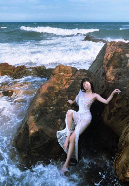 Khi dàn nữ streamer thả dáng với bikini, không vòng eo con kiến thì cũng vòng 3 cực nóng bỏng! - Ảnh 3.