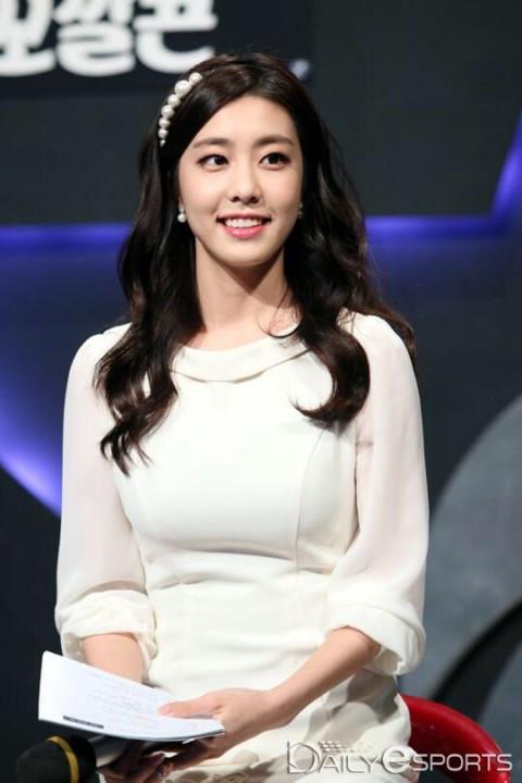 Top 8 nữ MC LMHT xinh đẹp nhất thế giới: LCK có 3 đại diện nhưng vẫn thua hết Minh Nghi! - Ảnh 14.