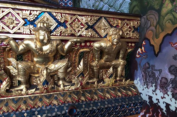 Ngôi chùa Thái Lan có tượng David Beckham và Pikachu đặt dưới bệ thờ - Ảnh 1.